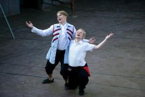 Näytelmän kaksi loistavaa valopilkkua; Kimmo Riikonen (oik.) ja Aapo Kahilainen.